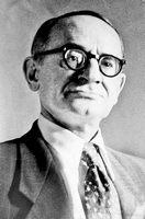 Настоящее имя Эммануил Яковлевич Герман — Советский поэт, сатирик, фельетонист. Автор множества афоризмов.