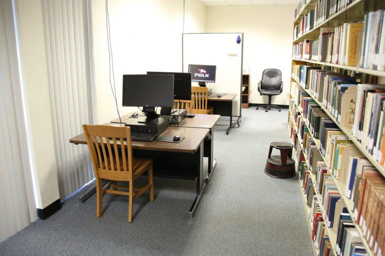 Читальный зал с услугами доступа к интернету
